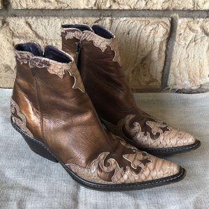 DONALD J PLINER Western Couture Joya Boots Cobra